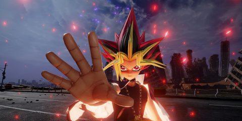 Yugi hält seine Hand in die Kamera
